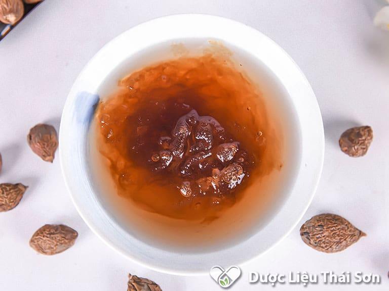 Hạt đười ươi rất thích hợp sử dụng cho những người bị nóng trong, nổi mụn nhọt, táo bón